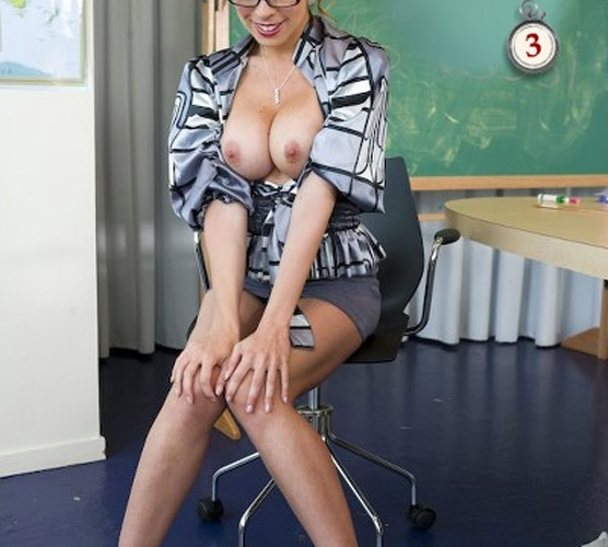 Undress your math teacher! What a hot MILF!