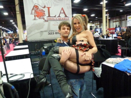 Allan picks up Courtney Cummz at Exxxotica